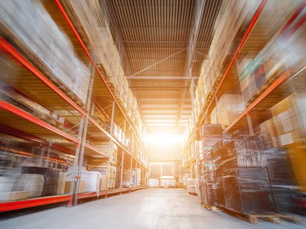 entrepôt de stockage de produits de bricolage en lots