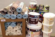 Stock de papier peint et colle